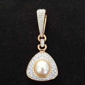SAL rhinestone, pearl, and gold tone pendant